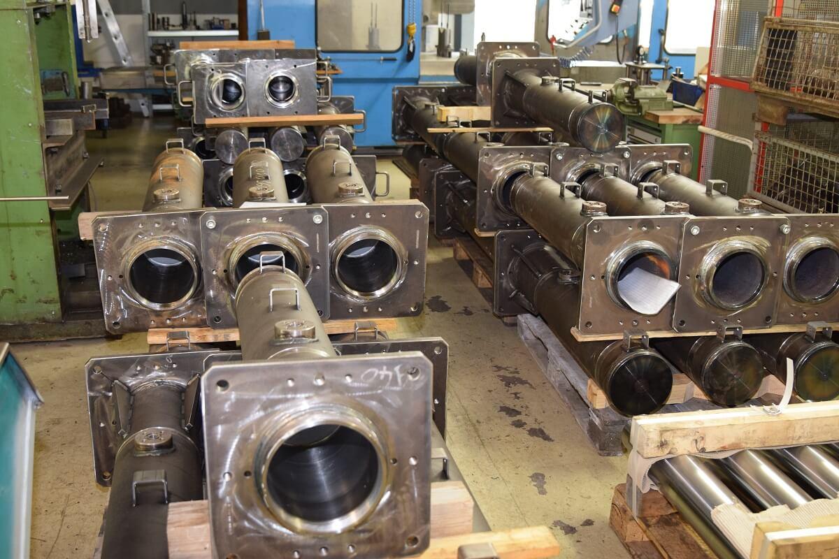 Fuchs-Hydraulik Produkte vor der Oberflächenbehandlung.Fuchs-Hydraulik Produkte vor der Oberflächenbehandlung.